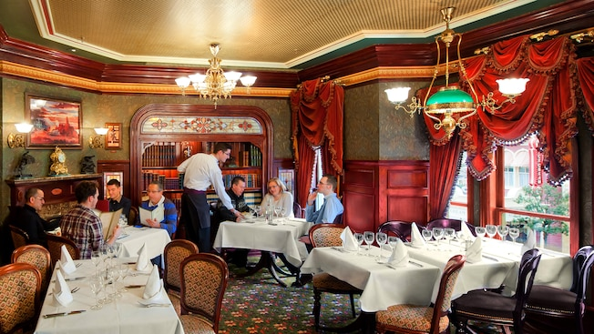 Walt 39 s an american restaurant disneyland paris restaurants for American cuisine restaurants