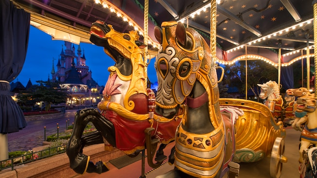Le Carrousel De Lancelot Attraction Et Parc Disneyland