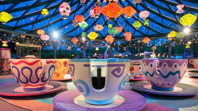 mad hatter 39 s tea cups attraction et parc disneyland paris. Black Bedroom Furniture Sets. Home Design Ideas